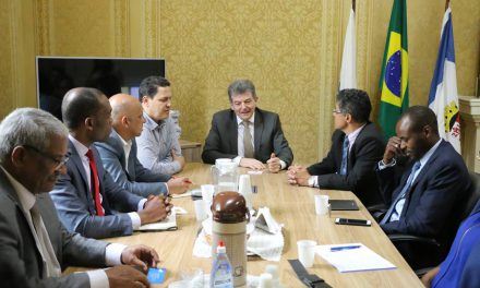 SMF recebe visita de comitiva angolana